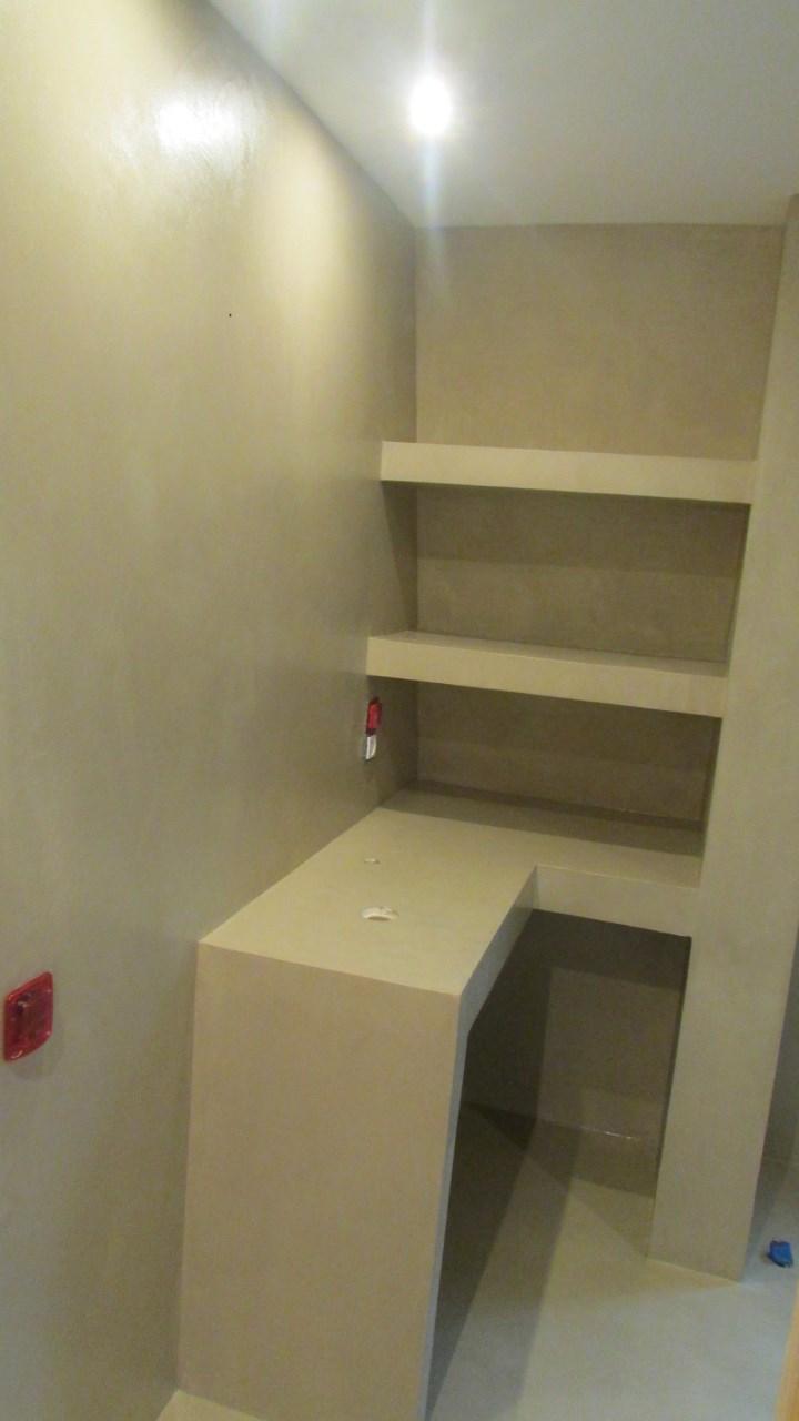Le b ton cir enduits muraux arts tendance - Beton cire sur mur salle de bain ...